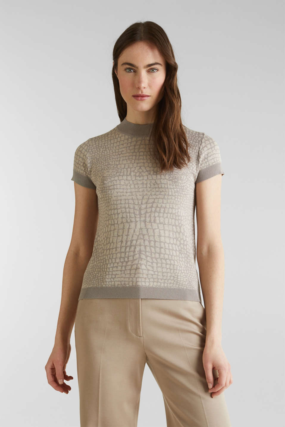 Short sleeve jumper with a jacquard pattern