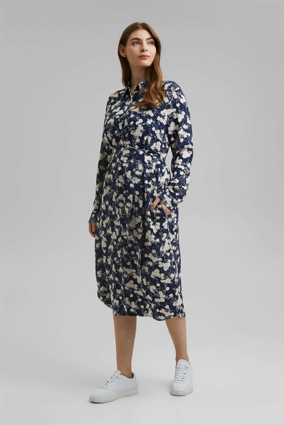 Esprit - CURVY shirt dress with a floral print