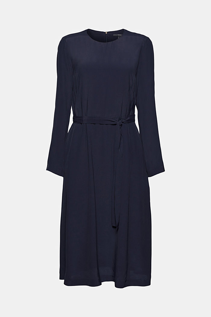 Midi dress with a belt