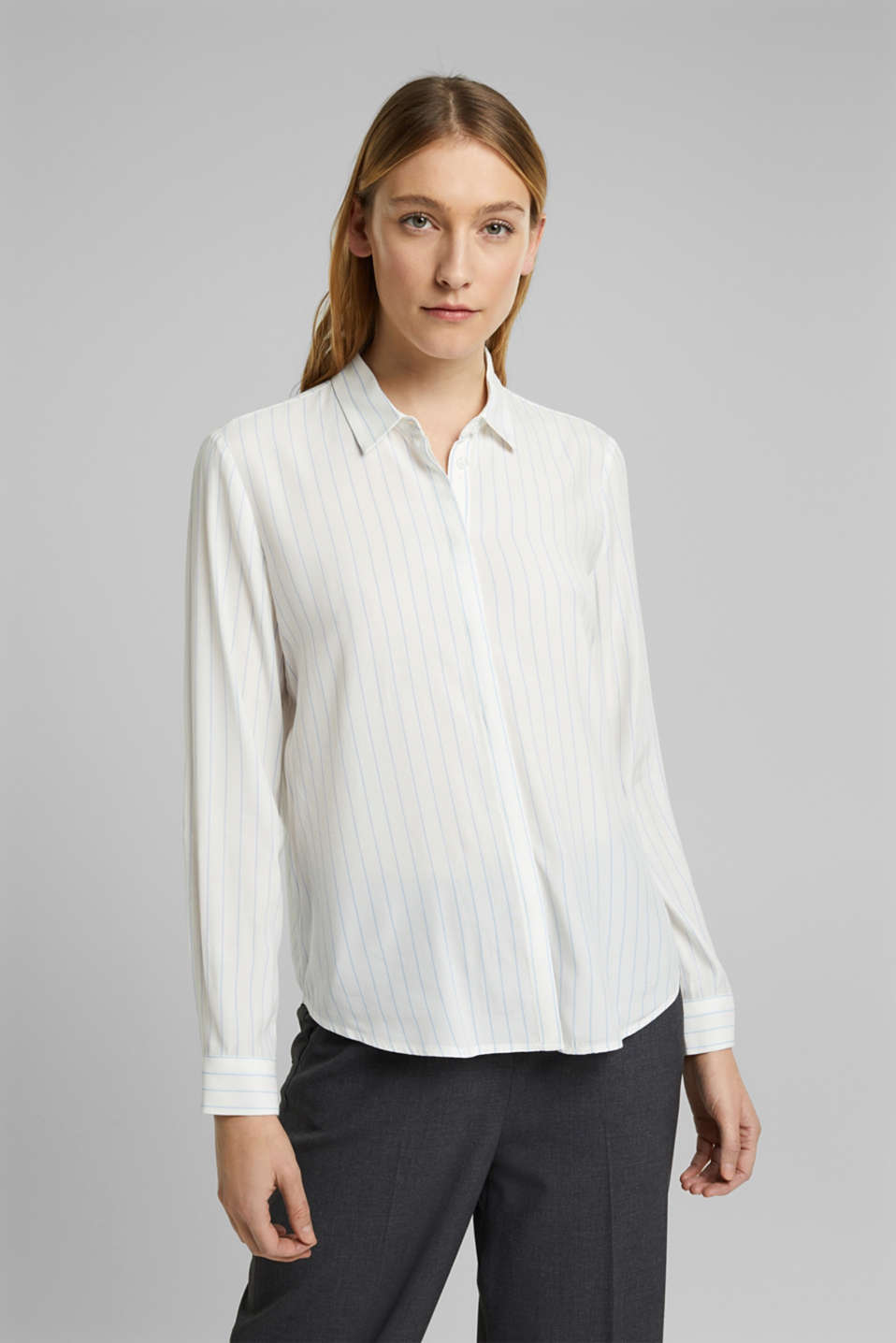 Esprit - Crêpe blouse made of LENZING™ ECOVERO™