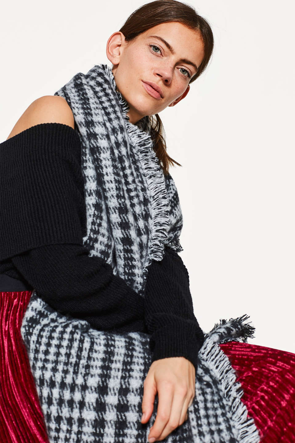 Fluffy houndstooth scarf