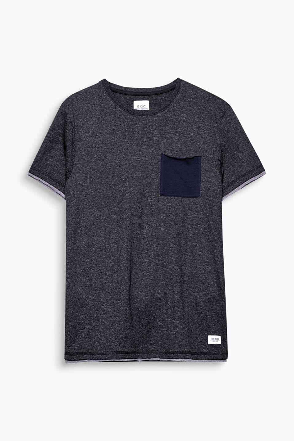 This layered-effect T-shirt made of soft blended cotton is a sporty, fashion essential