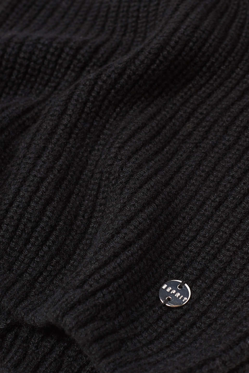 Rib knit beanie containing cashmere