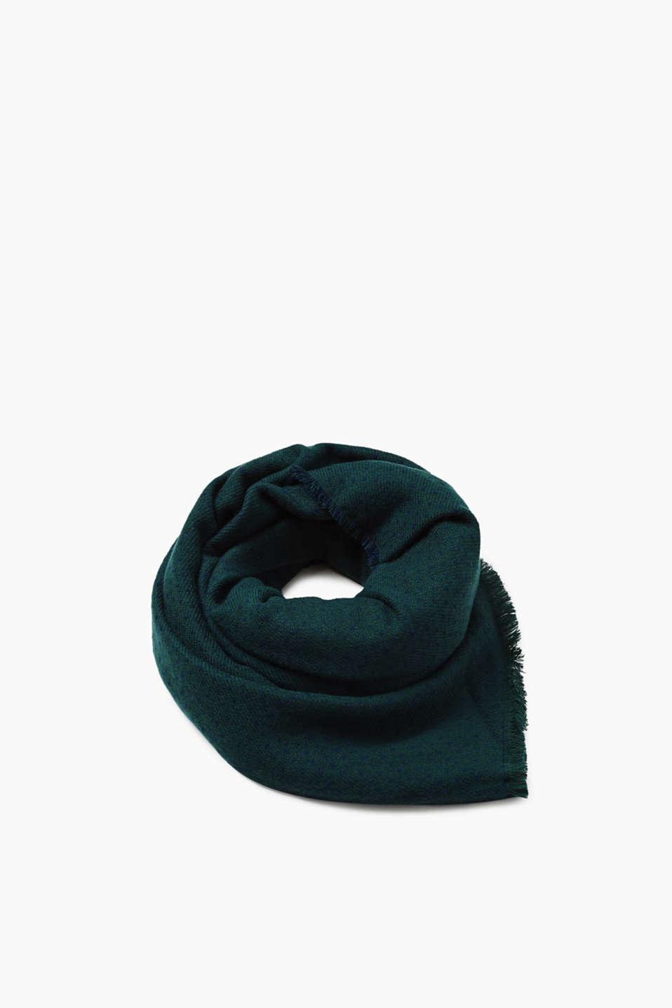 Cette écharpe double face ultra-douce à pois de différentes tailles a deux  bons côtés 8d1b1a0930d
