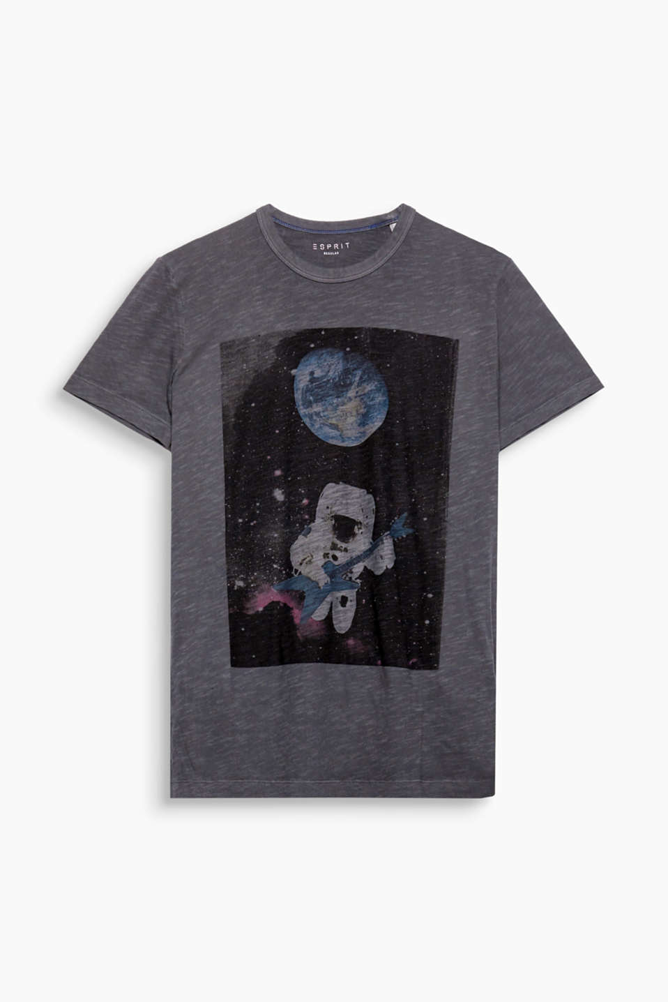 The space print on the front gives this cotton T-shirt its individual flair.