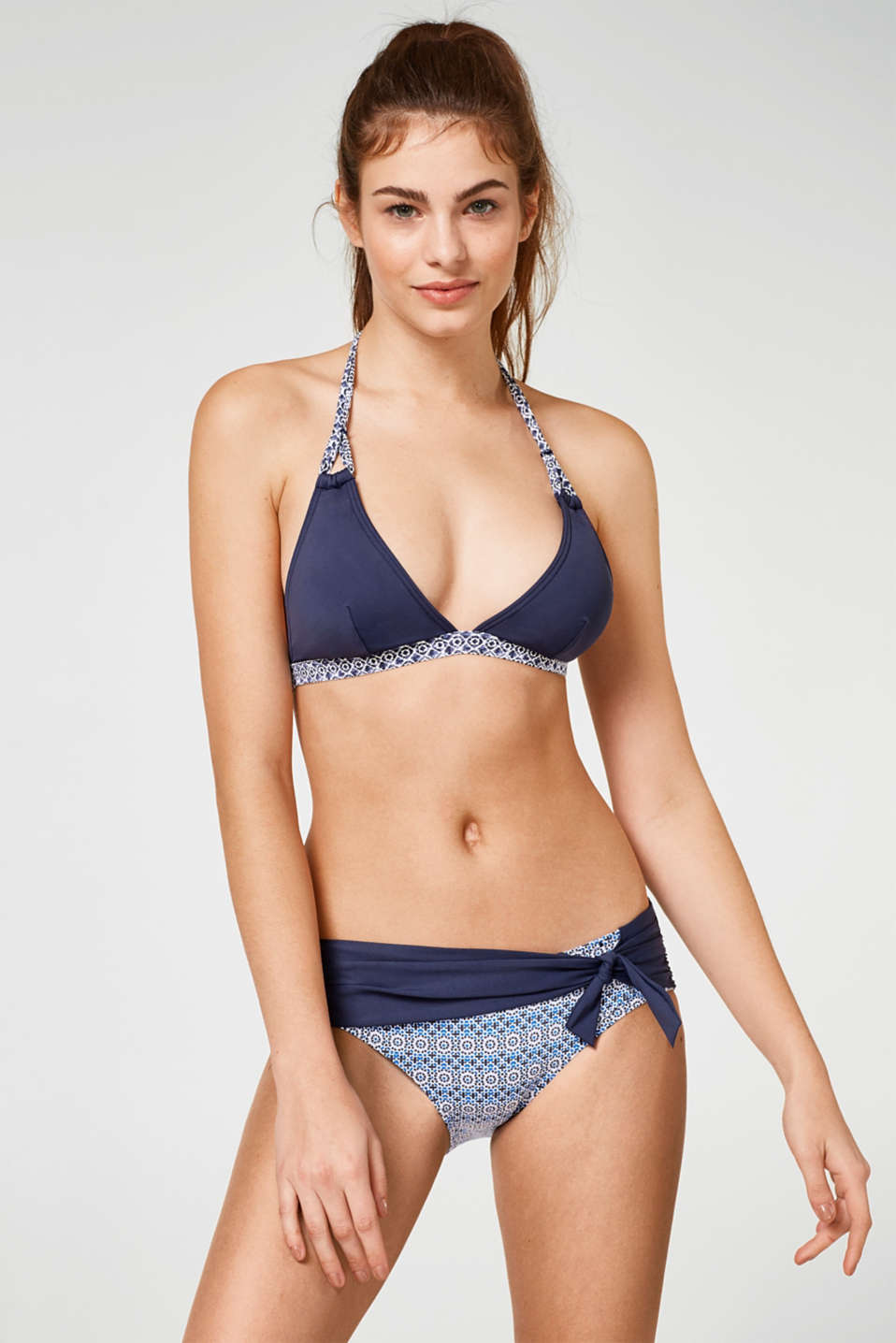 Comfy shaping briefs with a sash