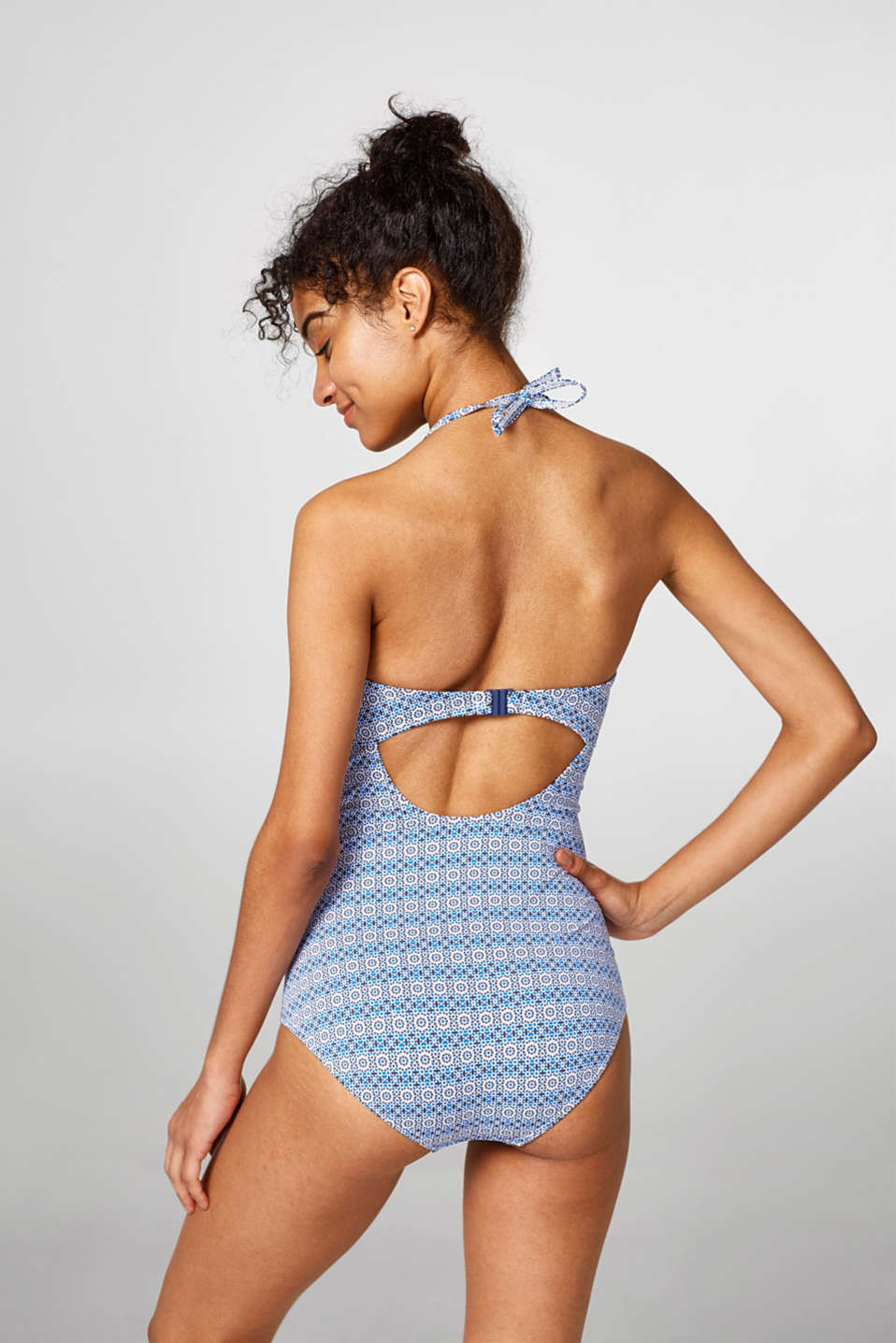Padded swimsuit with a shaping function