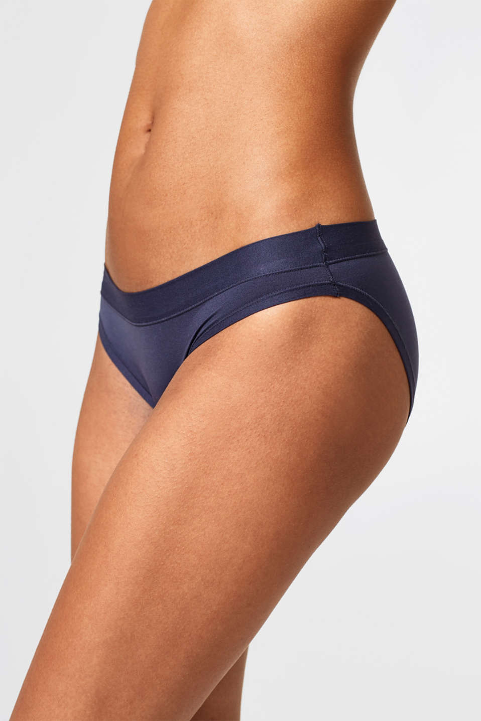 AIR hipster briefs in a basic design