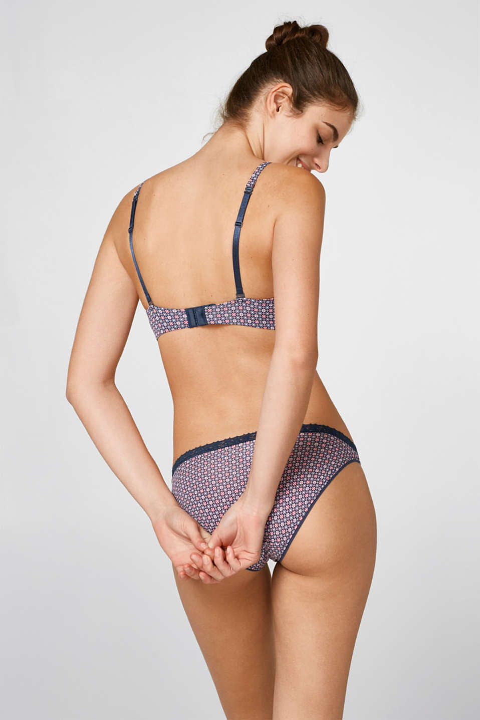 Non-wired multiway bra