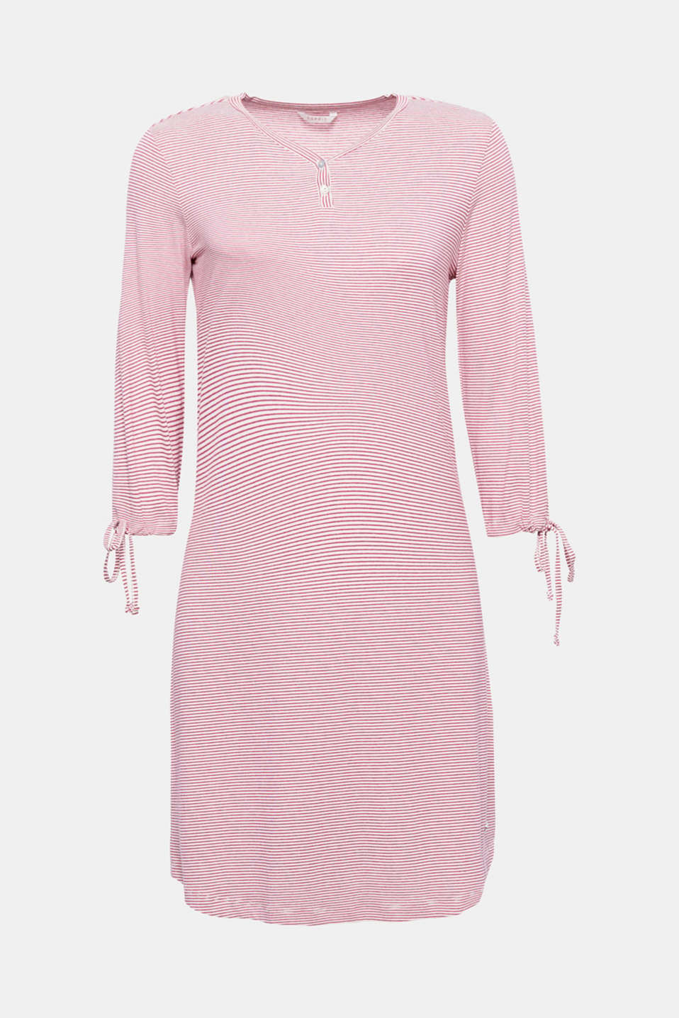 You are sure to feel relaxed in this soft and snug nightshirt with a percentage of stretch for comfort.