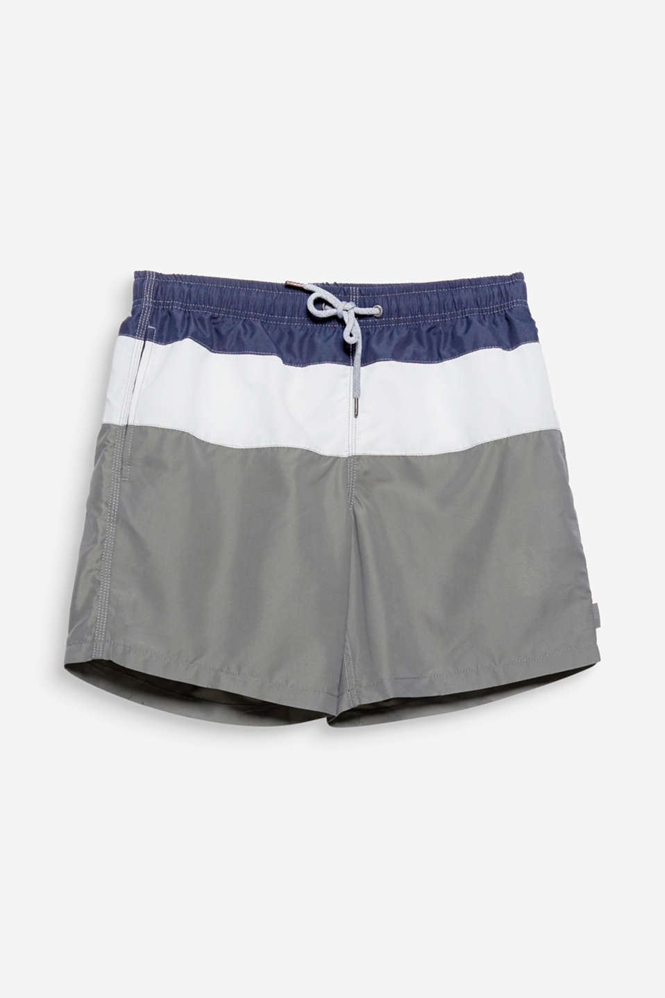 Cool colour blocking gives these casual swim shorts their modern, masculine look!
