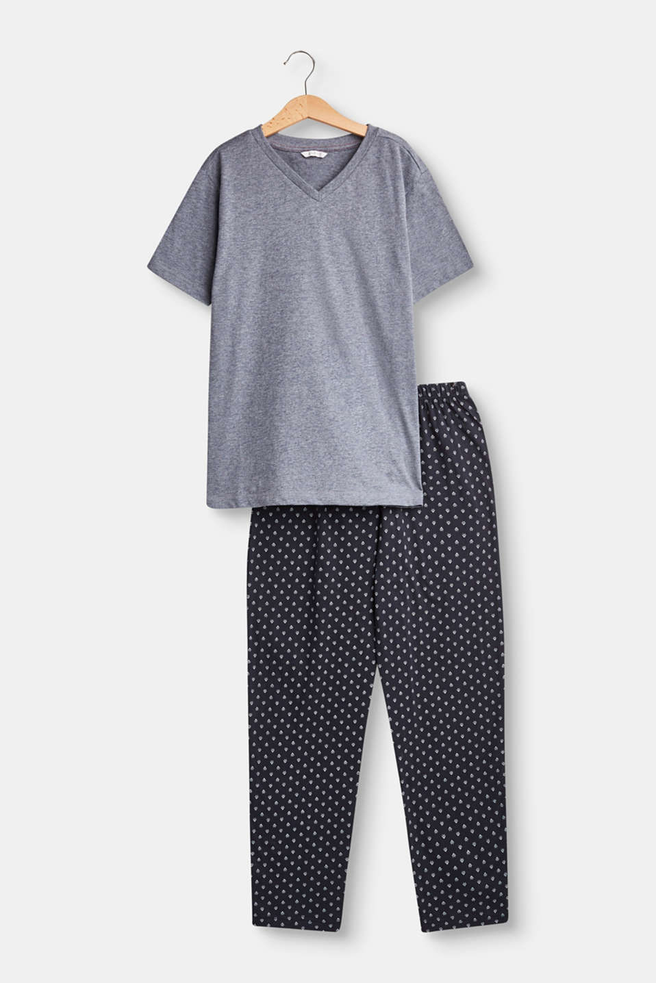 These soft jersey pyjamas with a melange top and all-over printed bottoms are cool and comfortable.