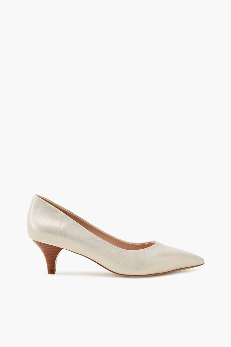 We love kitten heels! These court shoes boast a pointed toe and a wood-look heel.