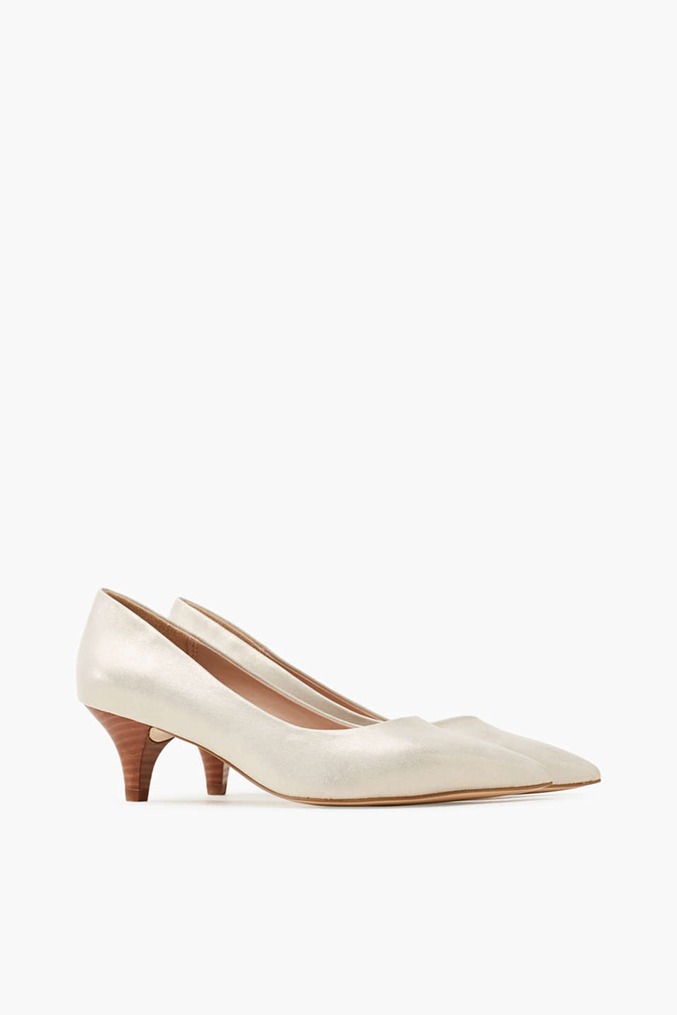 Shimmering court shoes with a kitten heel