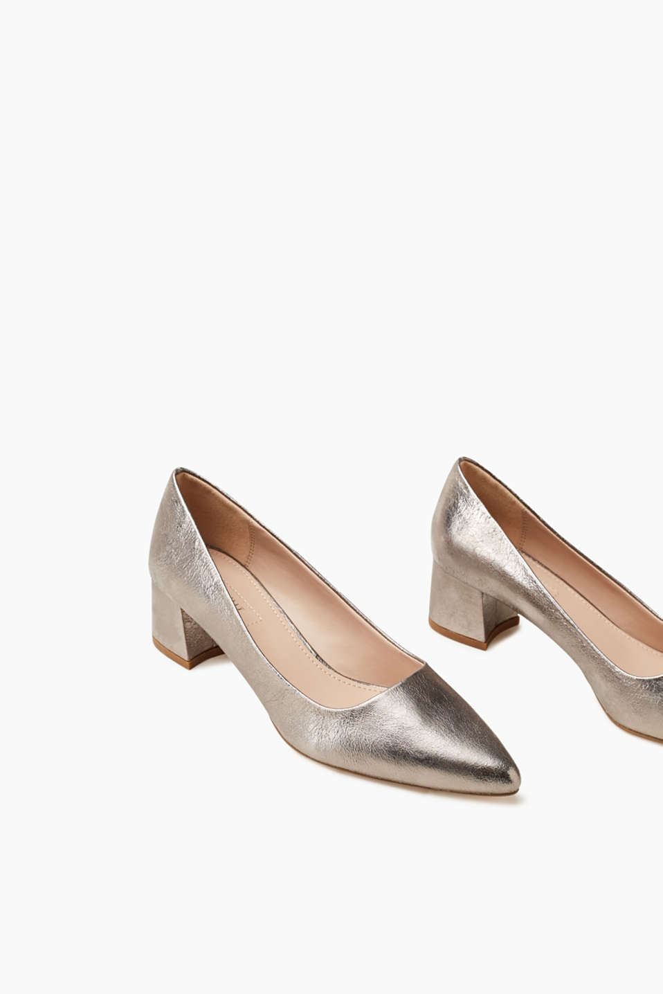 Zeitloser Metallic-Pumps mit Blockabsatz