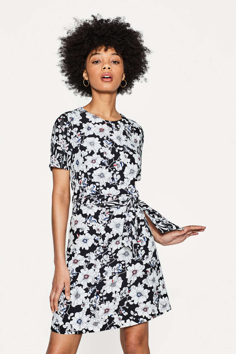 Esprit - Textured crêpe dress with a floral print