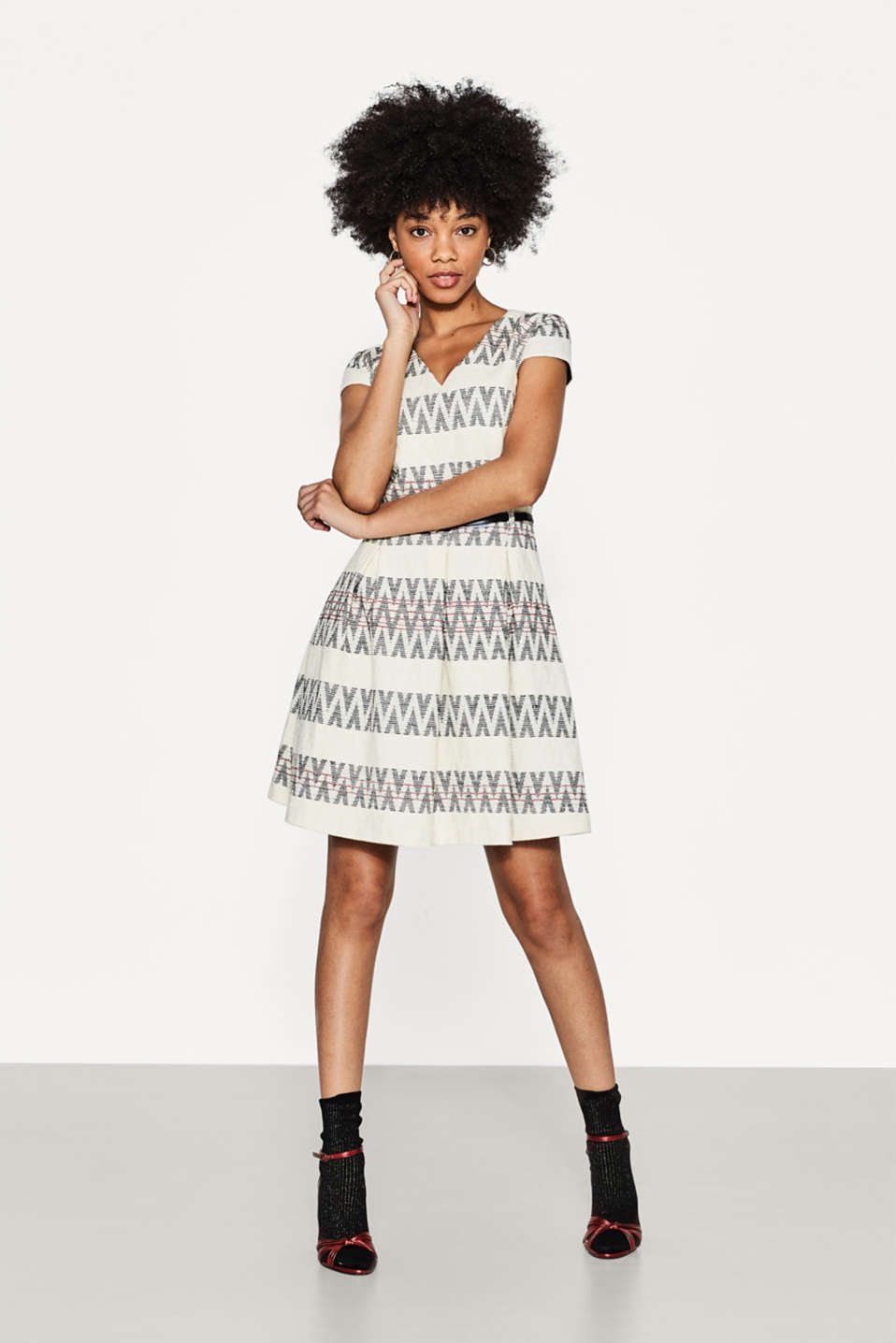 Esprit - Jacquard dress with a zigzag pattern