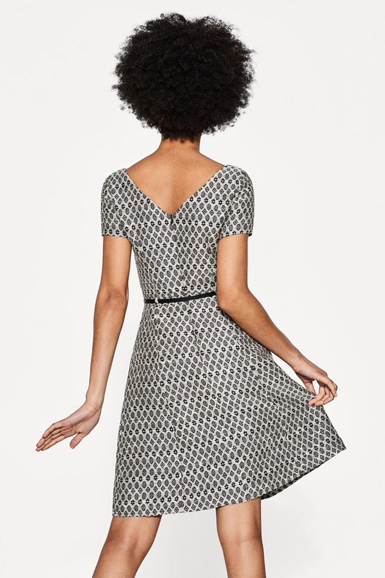 Jacquard-Kleid mit Gürtel in Leder-Optik