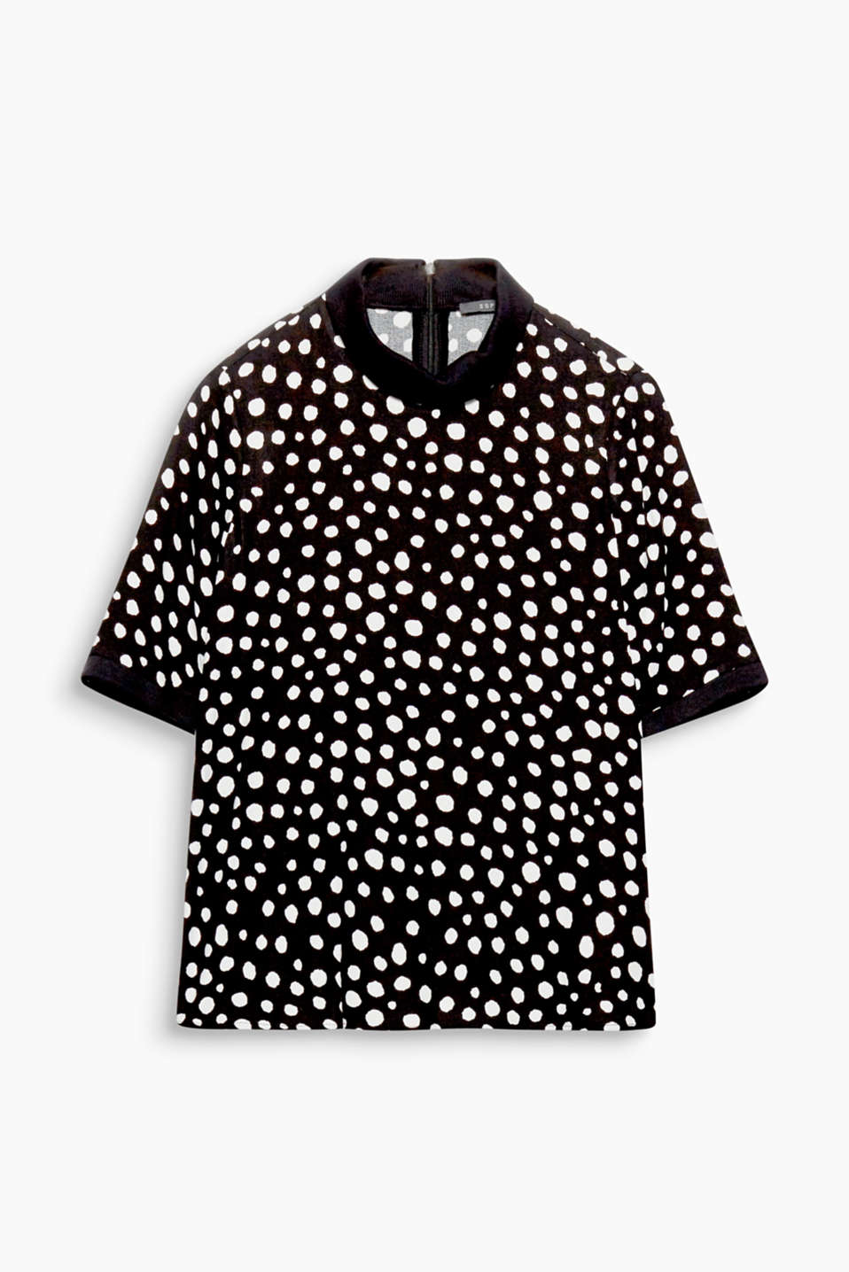 Can be styled smartly or casually: this straight cut blouse with a polka dot print, polo neck and jersey cuffs!