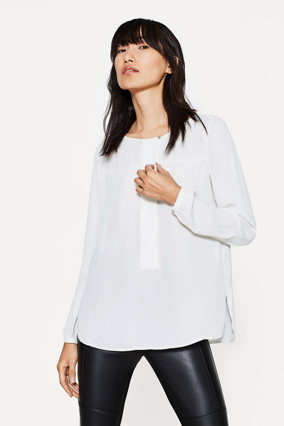 Esprit - Flowing blouse with a wide front trim