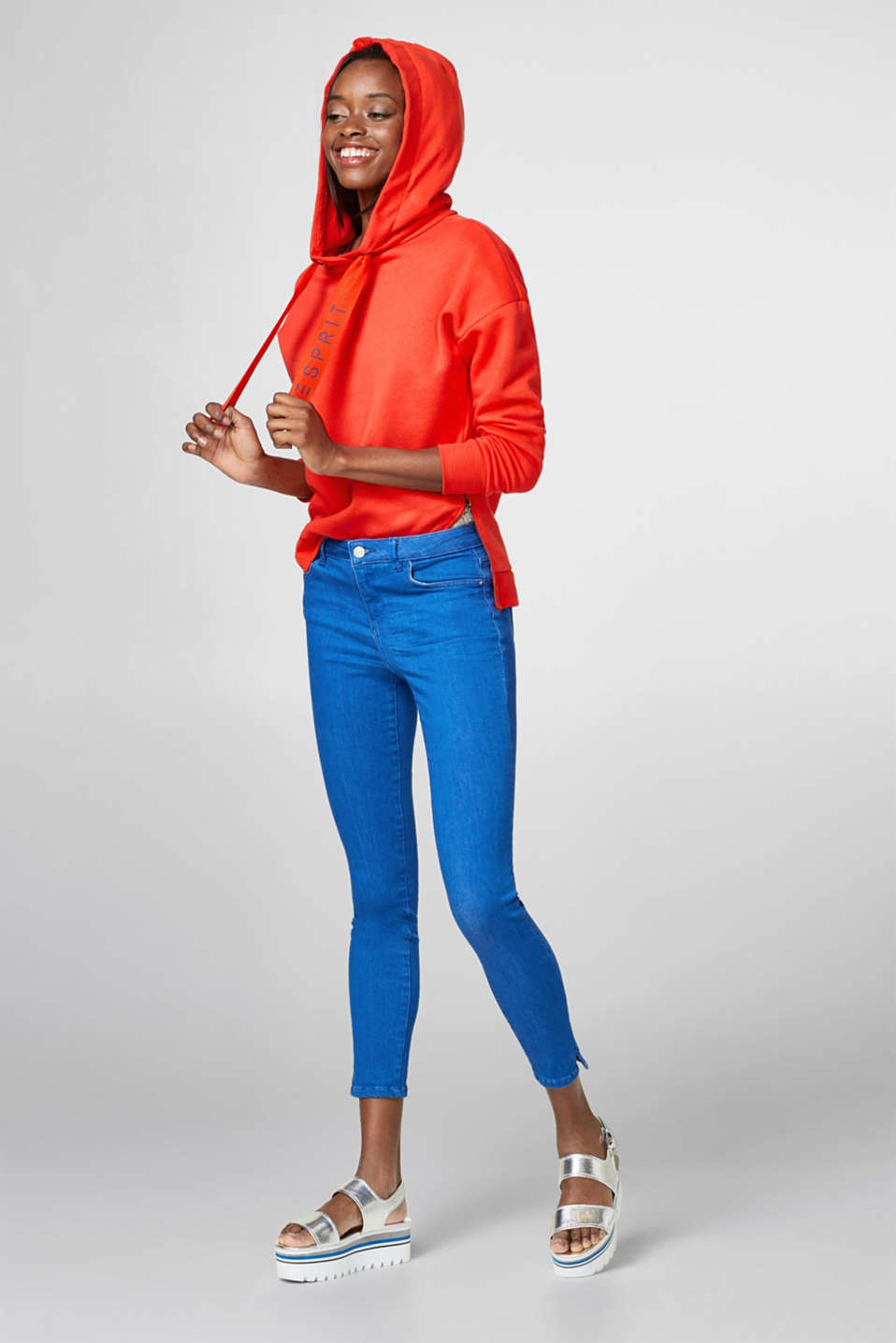 Fashionably cropped stretch jeans