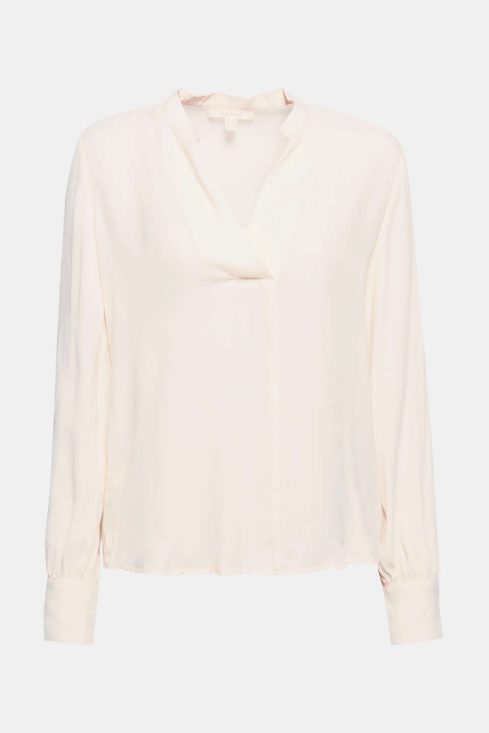 So pure and so feminine: This blouse is bound to impress with its fine shimmer and an unfinished Henley-style neckline