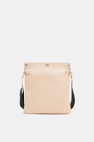 Esprit - Axelremsväska i skinnlook i Esprits Online-Shop 582c2354ddc6c