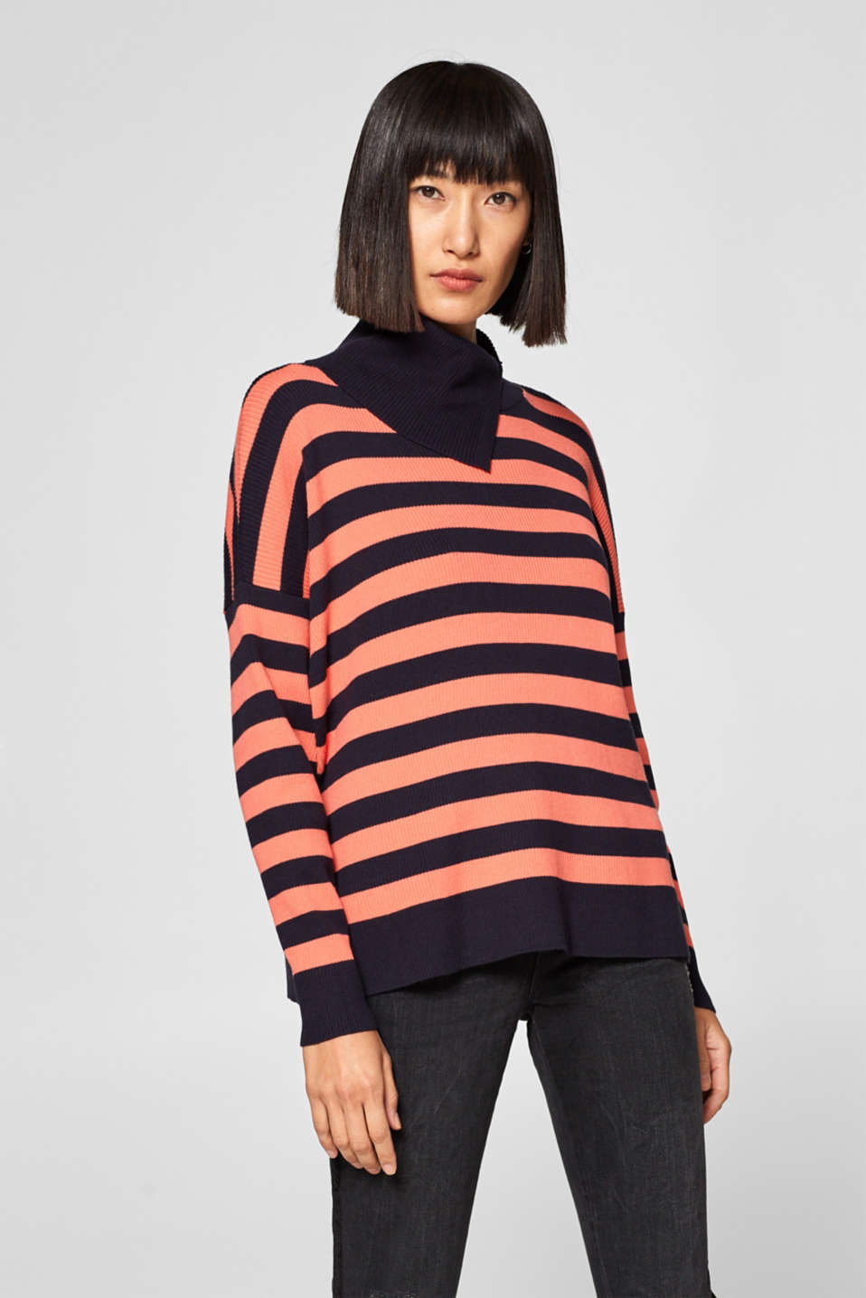 Esprit - Ribbed jumper with stripes and slit collar