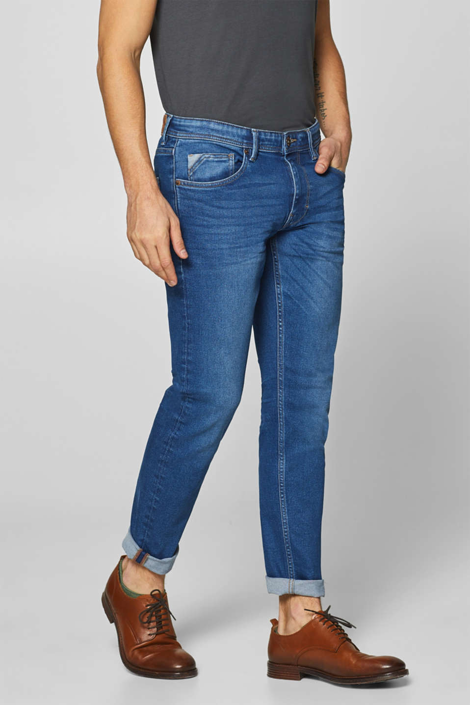 Esprit - Super stretchy denim with garment-washed effects
