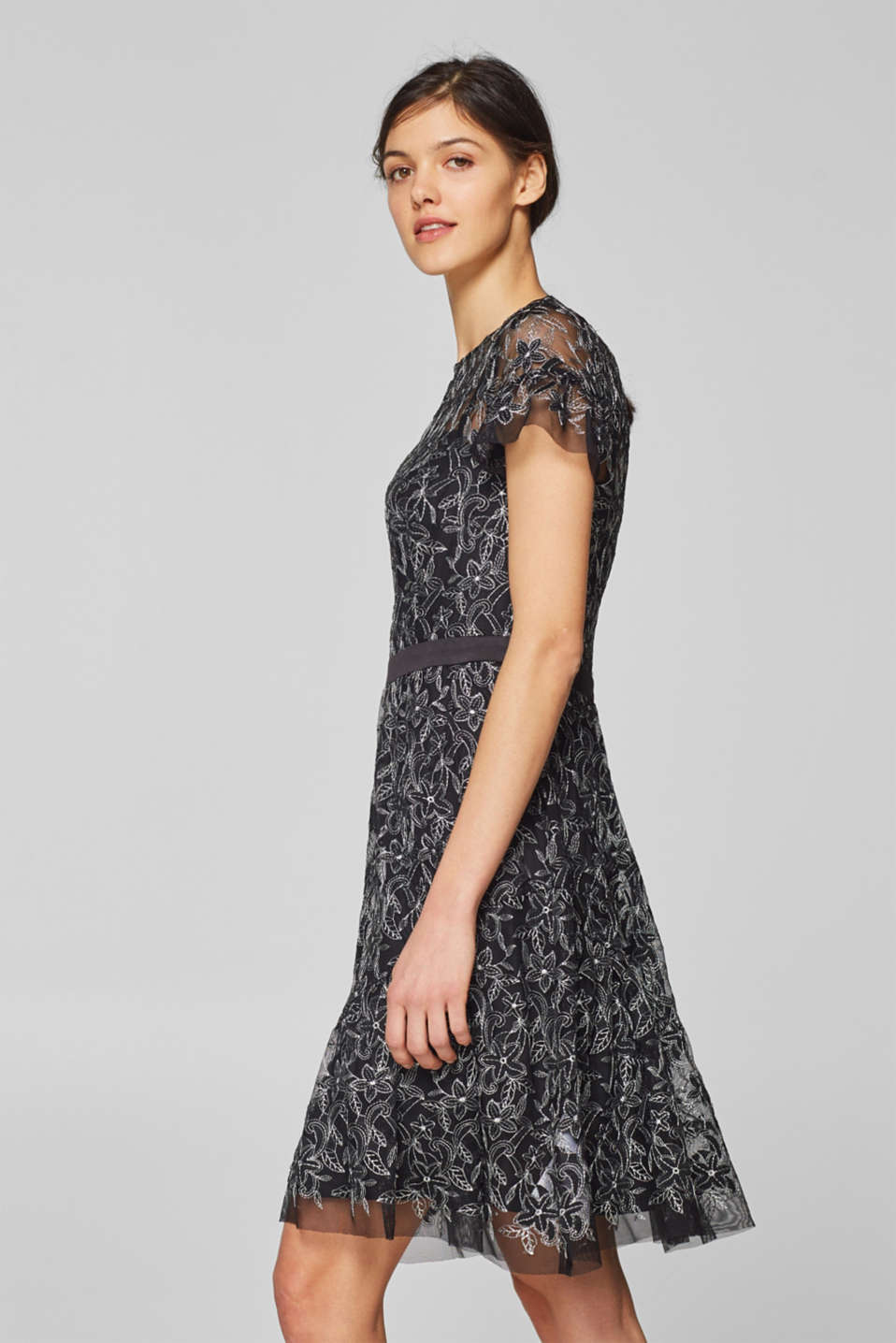 Esprit - Embroidered mesh dress plus slip