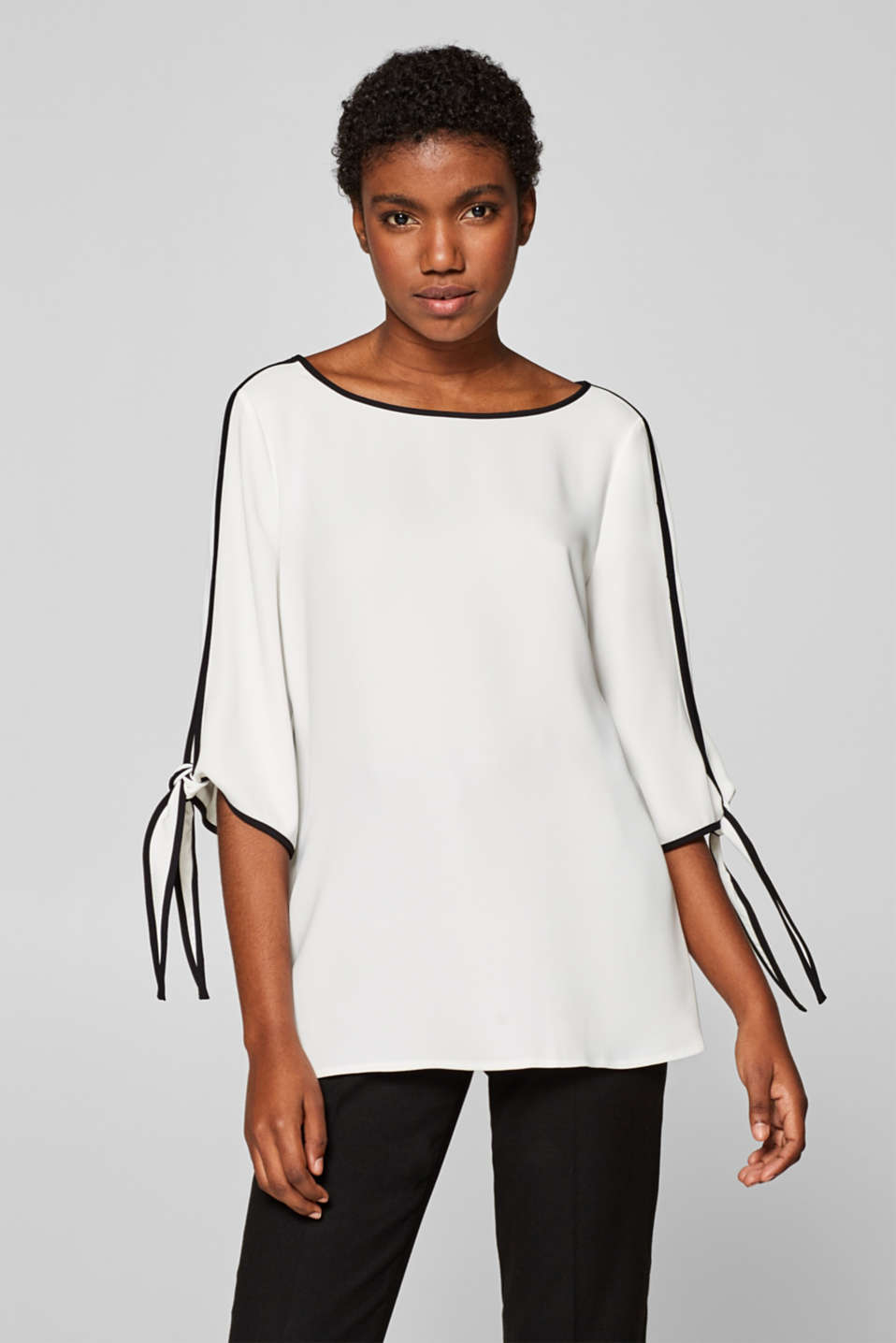 Esprit - Blouse with contrasting trims and embellished sleeves