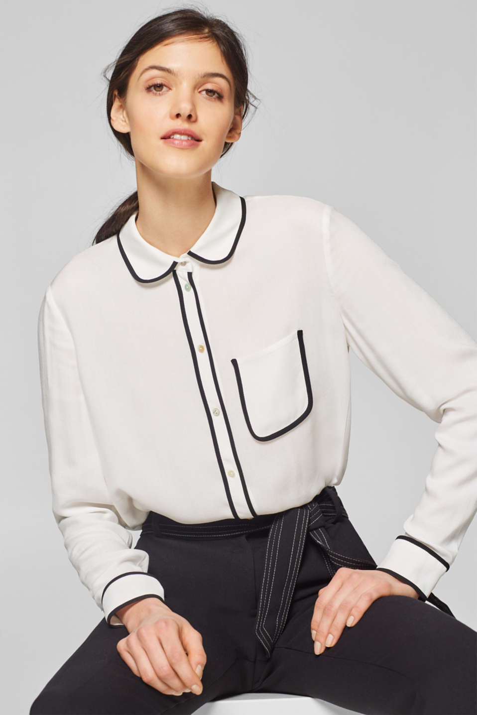 339e871a1dd17 Esprit - Blouse with a Peter Pan collar and contrasting piping at ...