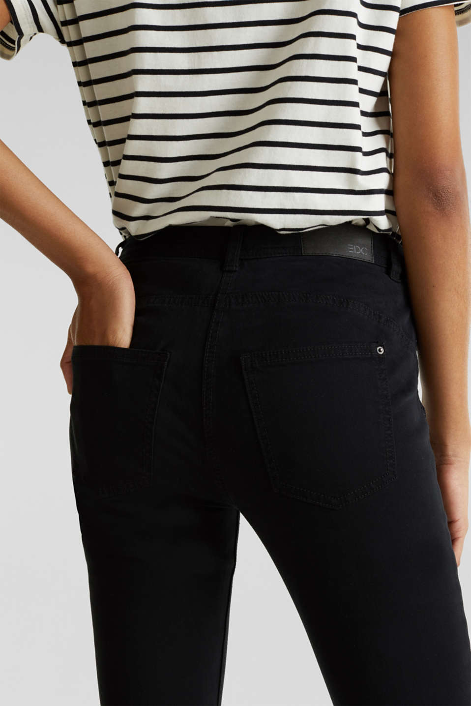 Ankle-length trousers in a garment-washed finish with organic cotton, BLACK, detail image number 2
