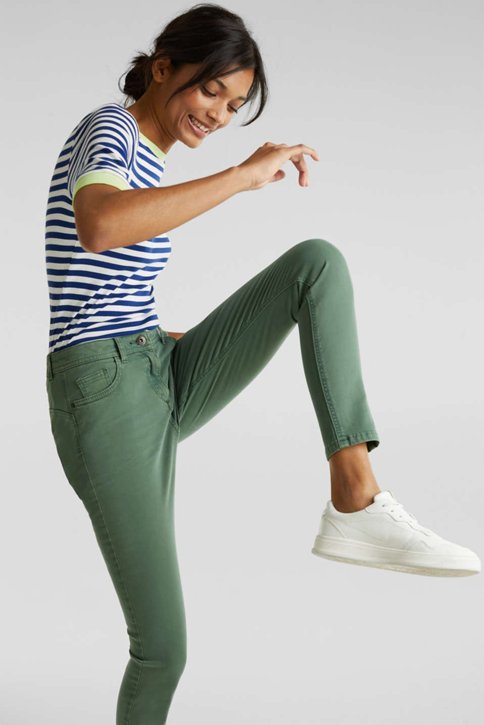 Ankle-length trousers in a garment-washed finish with organic cotton, KHAKI GREEN, detail image number 1