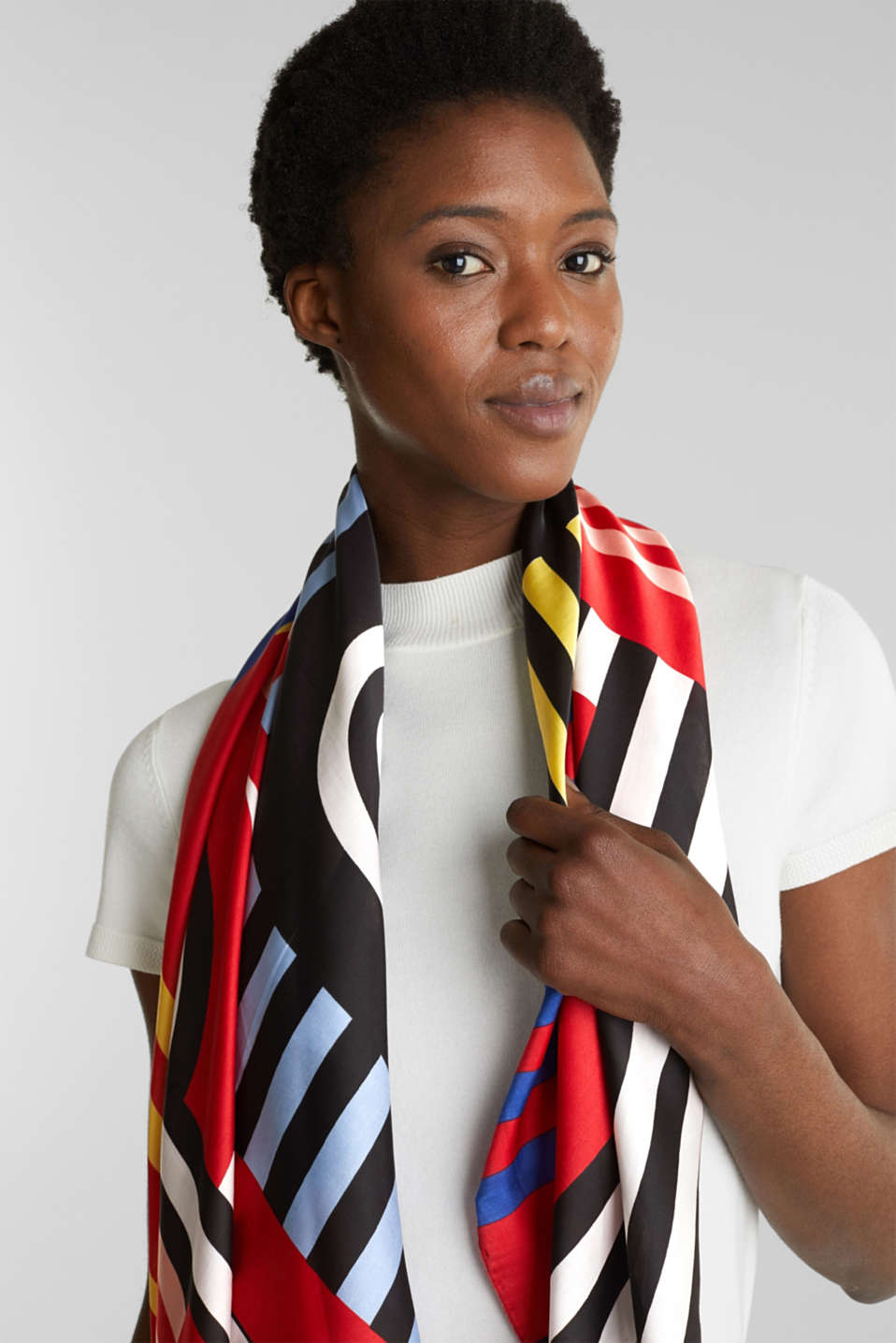 Recycled logo and stripe scarf, CHERRY RED, detail image number 1