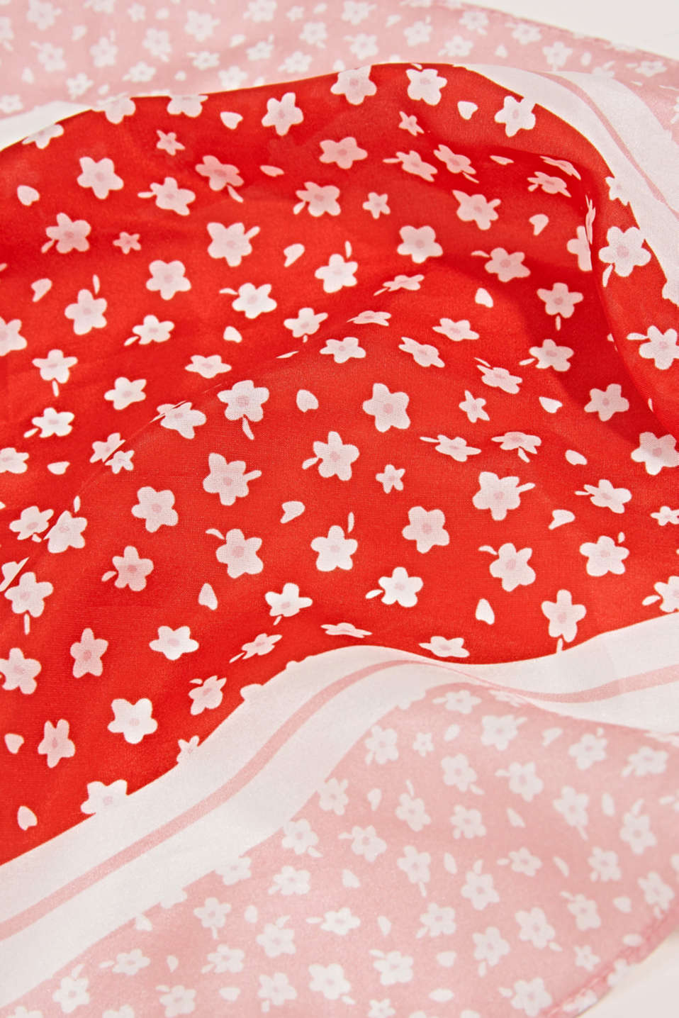 Made of silk: floral print bandana, CHERRY RED, detail image number 2