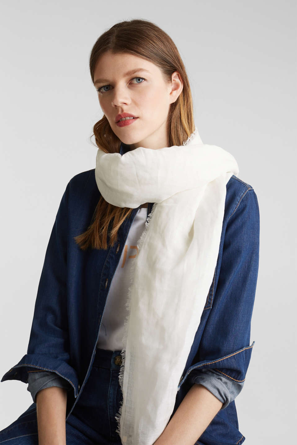 Made of blended linen: elegant, XXL scarf, OFF WHITE, detail image number 1