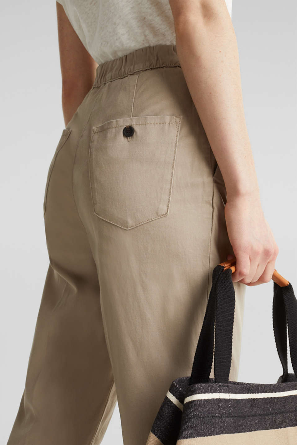 With TENCEL™: Trousers with waist pleats, BEIGE, detail image number 5