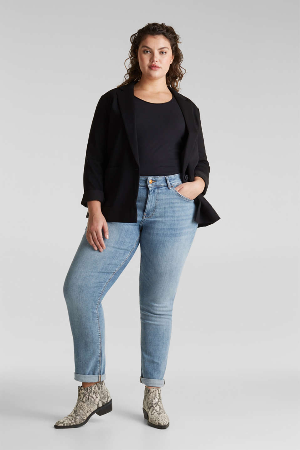 CURVY basic jeans with added stretch for comfort, BLUE LIGHT WASH, detail image number 1