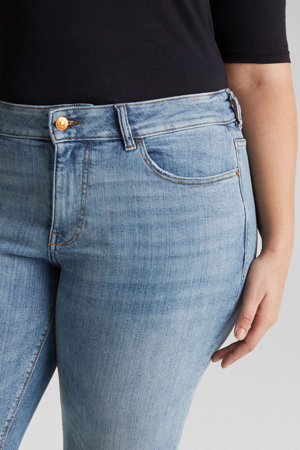 CURVY basic jeans with added stretch for comfort, BLUE LIGHT WASH, detail image number 2