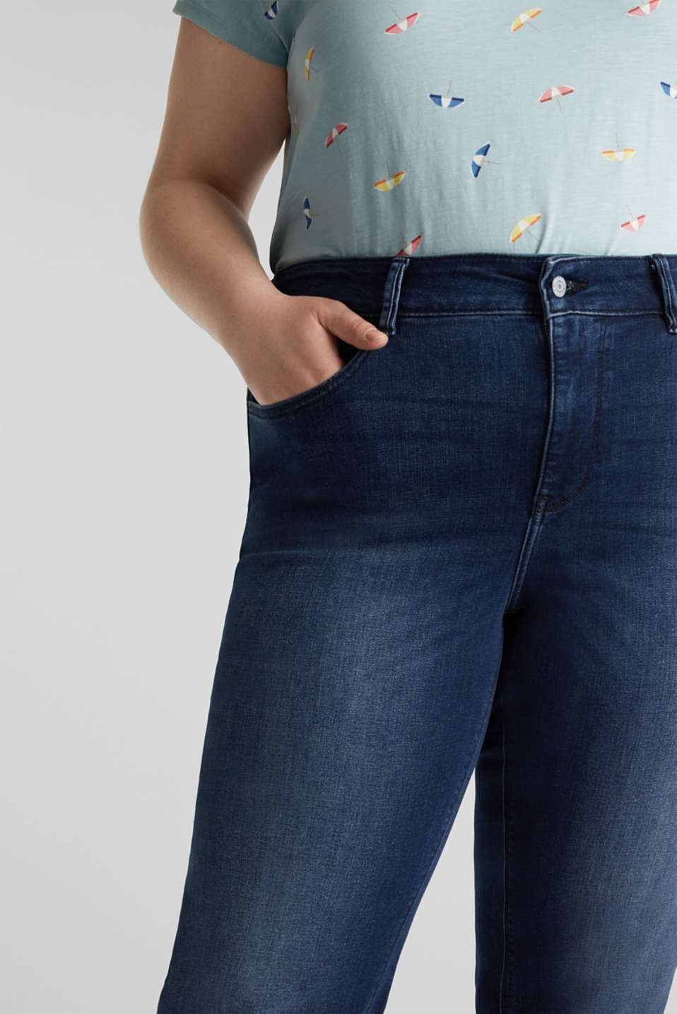 CURVY jeans with a high percentage of stretch, BLUE DARK WASH, detail image number 2