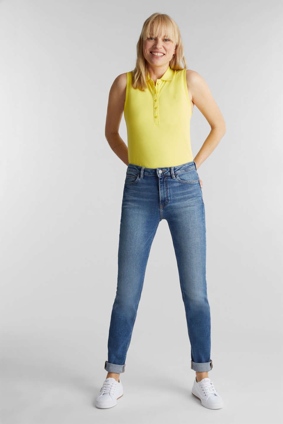 Esprit - Jeans with a garment-washed effect
