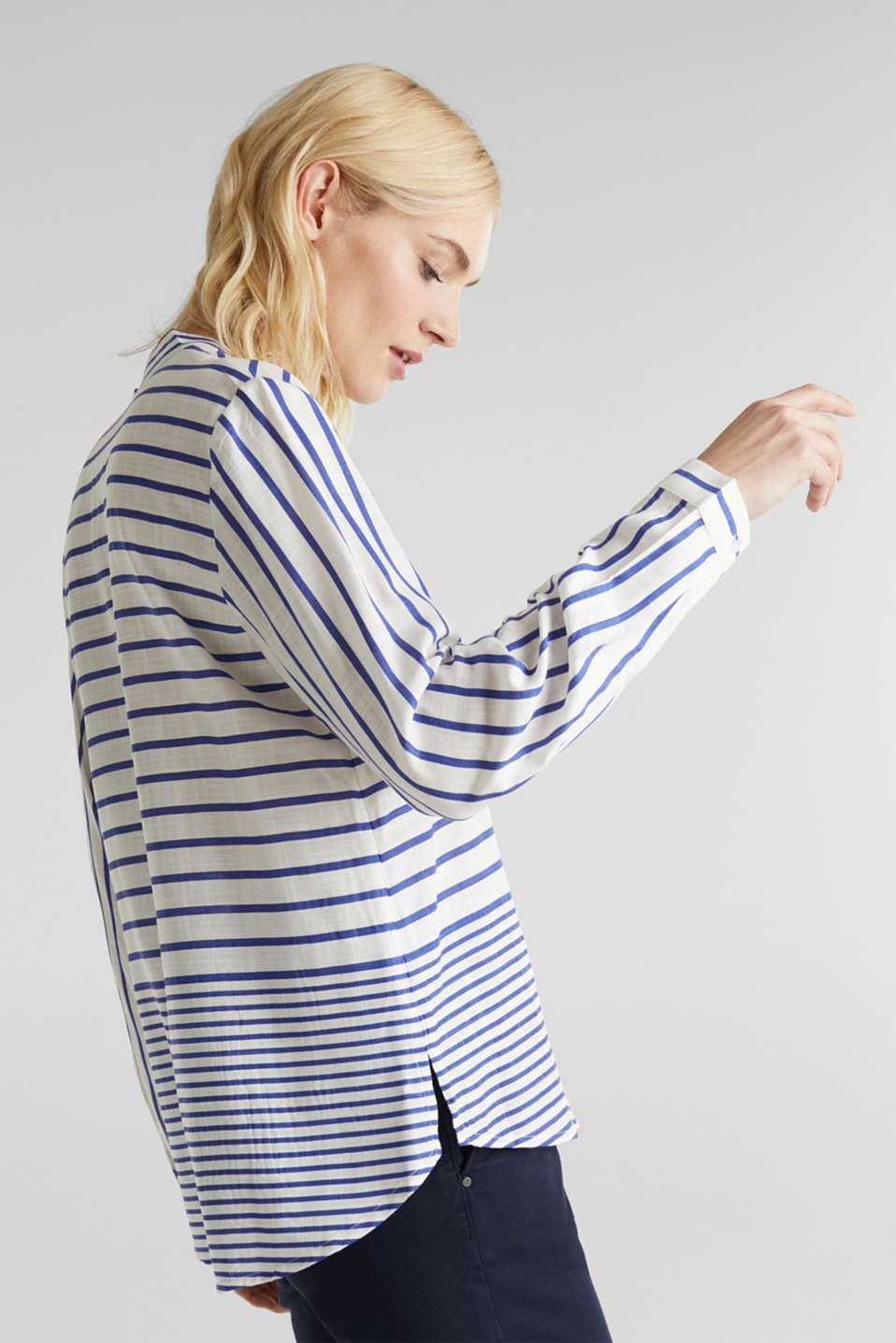 Striped blouse made of LENZING™ ECOVERO™, BRIGHT BLUE 3, detail image number 4