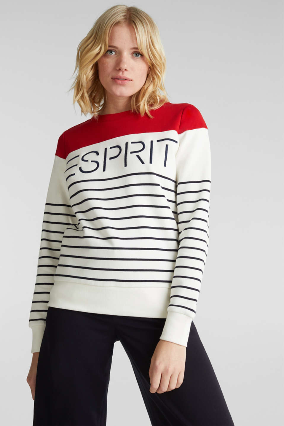 Esprit - Sweatshirt with an embroidered logo