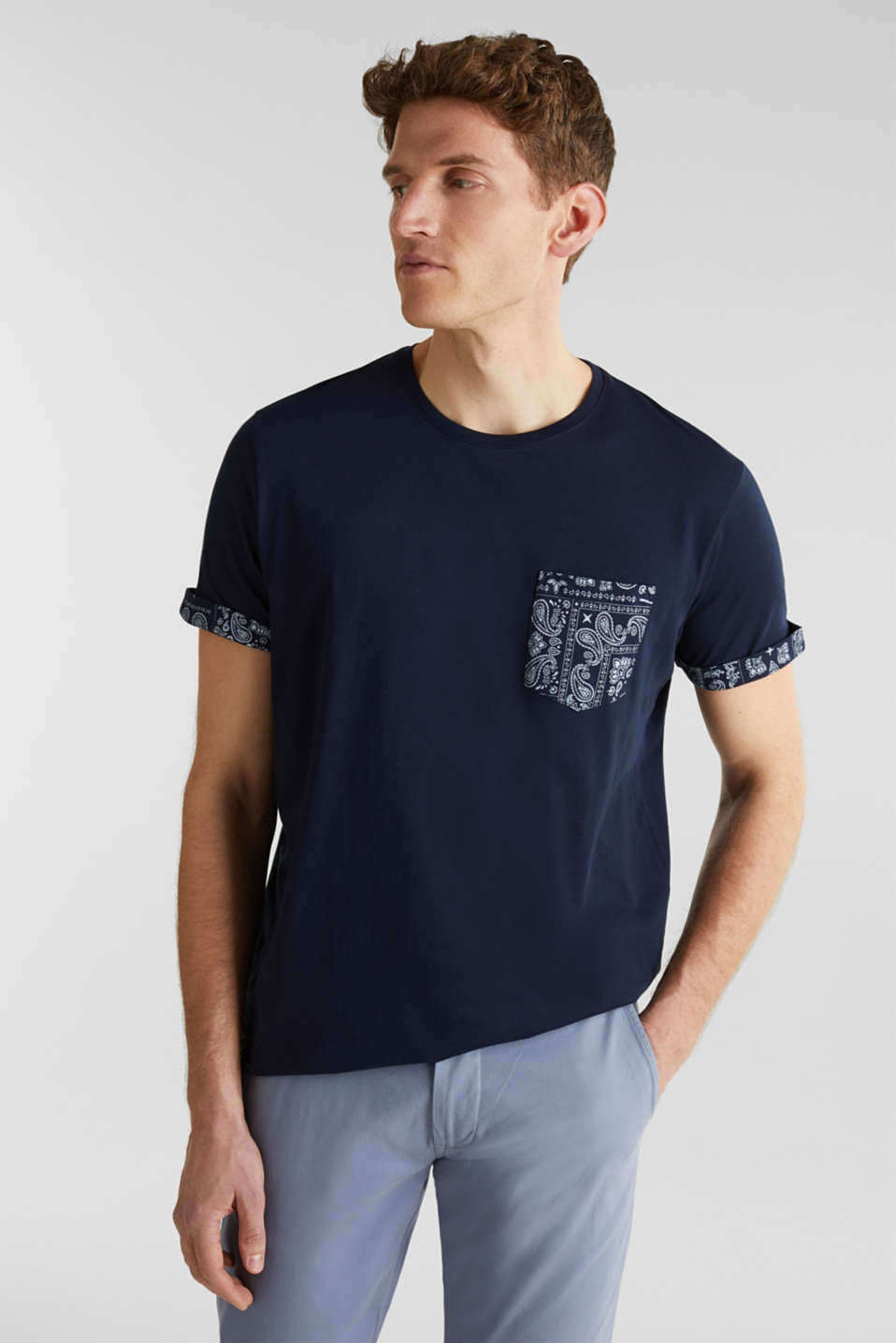 Esprit - Jersey T-shirt with a bandana print, 100% cotton