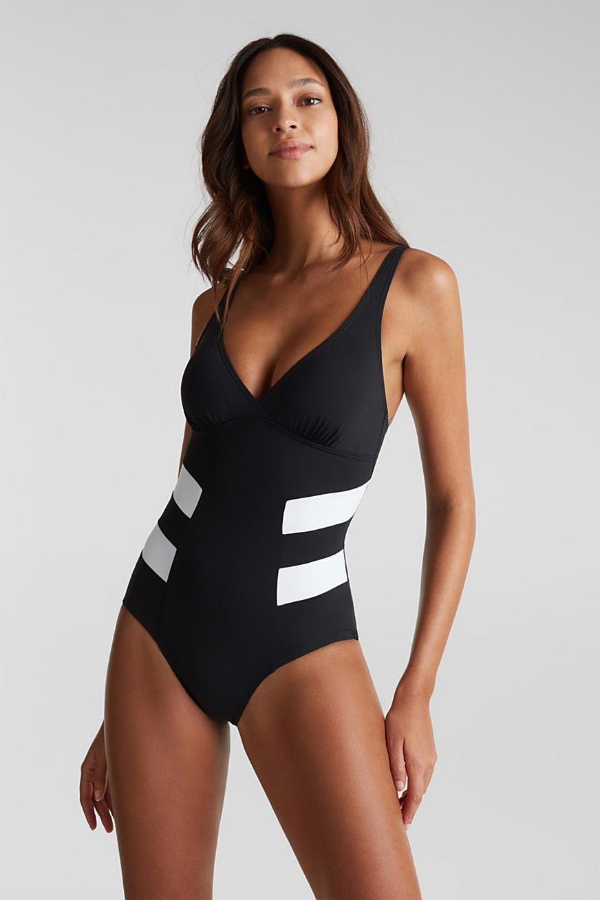 Shaping swimsuit in a colour block look