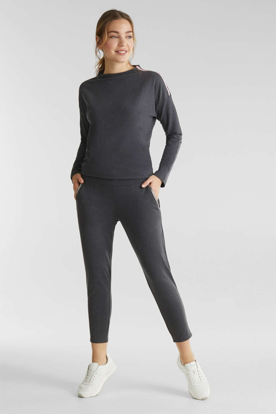 Esprit - Ankle-length stretch jersey trousers with shiny details