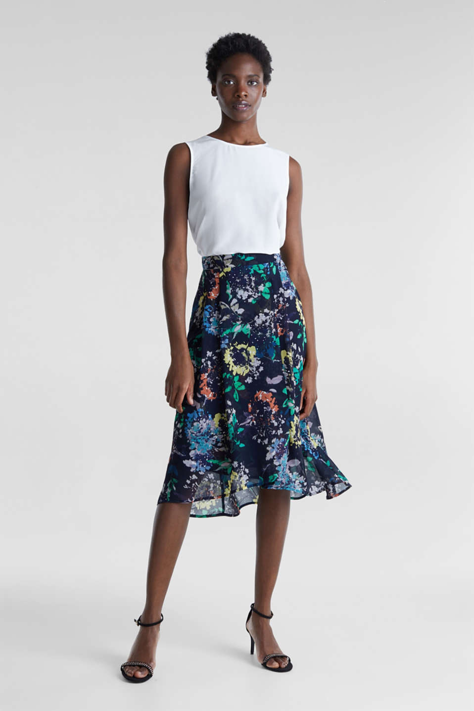 Esprit - Crêpe skirt with a print