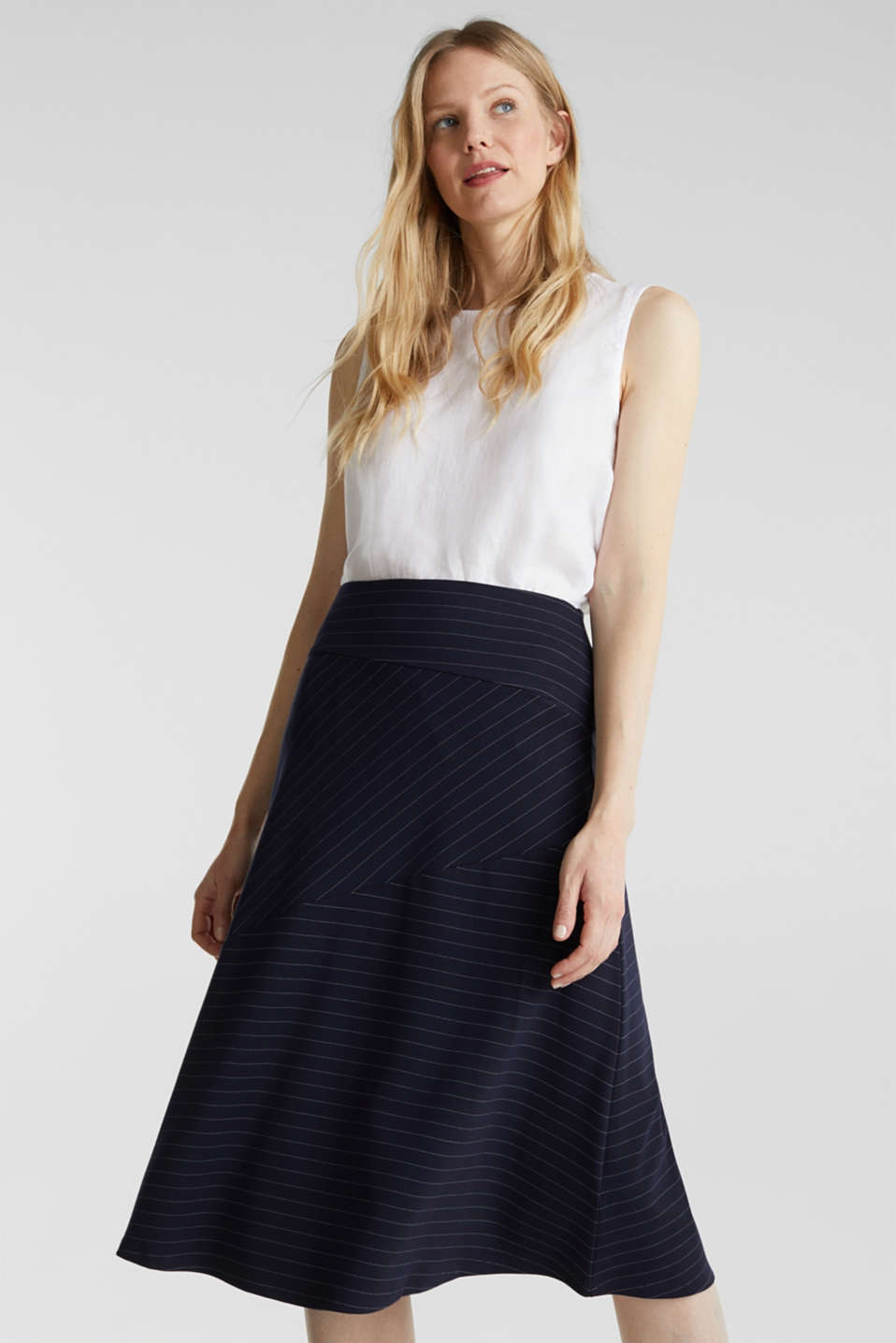 Esprit - Stretch jersey skirt with pinstripes