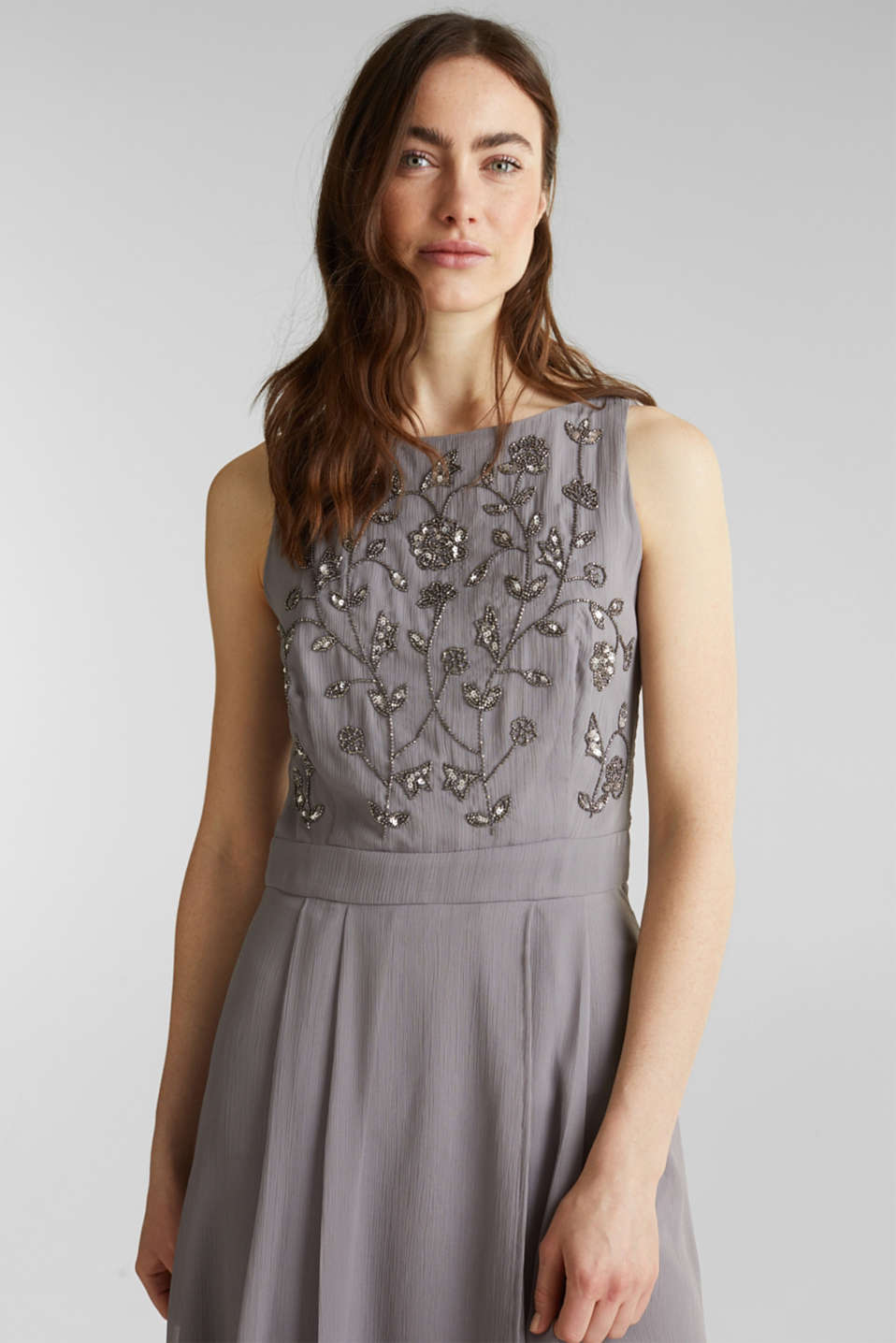 Esprit - Crinkle chiffon dress with a beaded decoration